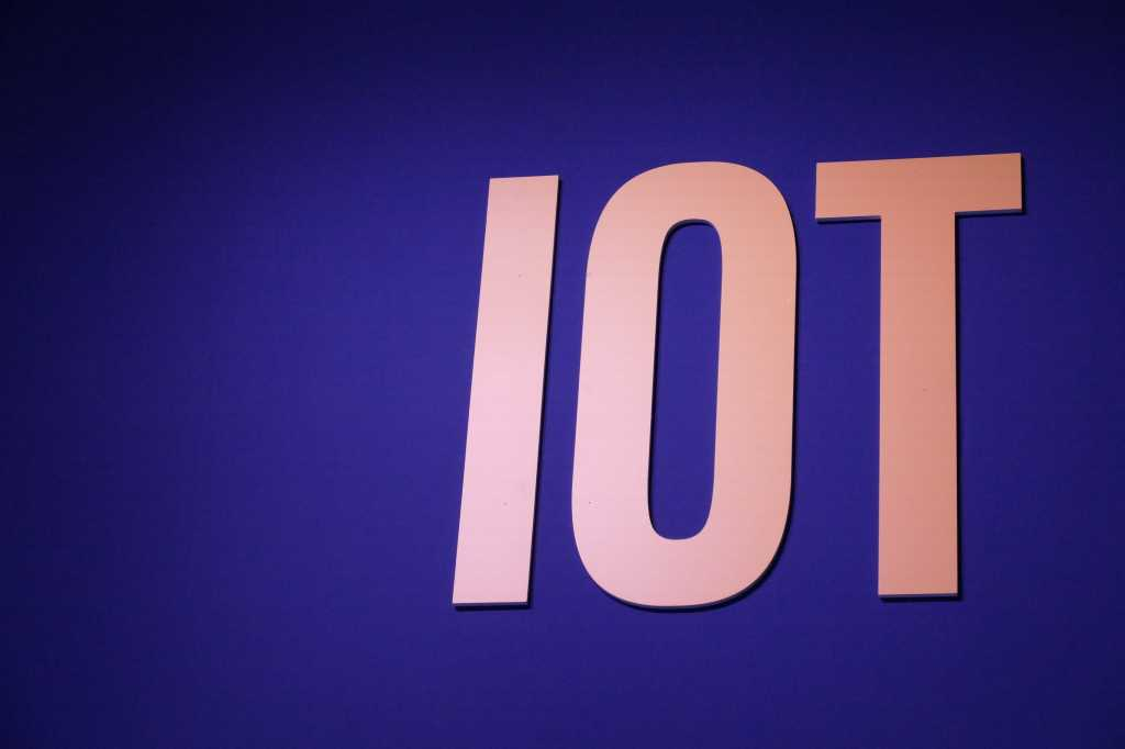 20160225 iot sign at mwc 2016