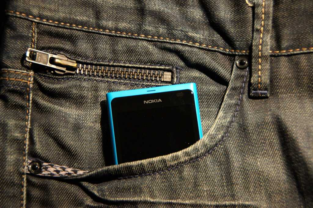 Lumia 800 in pants pocket