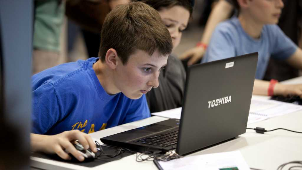 child using PC kids mode