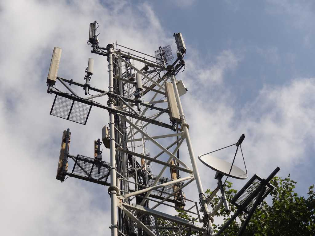 cellular mast tower antenna