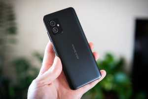 Small phone lovers rejoice: The Asus Zenfone 8 is a fantastic option
